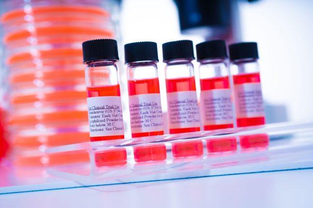 remdesivir - nový lék na covid-19  (Concept of medical bottle with new cure for Coronavirus COVID 19. Remdesivir is therapy for Corona virus medication potential drug FDA Issues Emergen) | foto: Fotobanka Profimedia