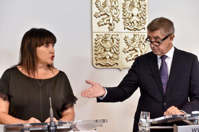 Premiér Andrej Babiš a ministryně financí Alena Schillerová po jednání vlády o návrhu státního rozpočtu na rok 2019