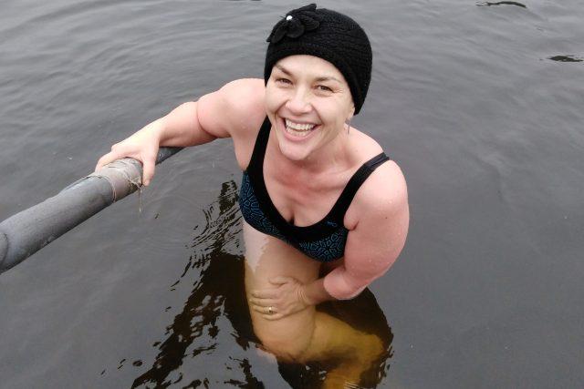 Jana Rychterová se zimy nezalekla a vrhla se do ledové Vltavy