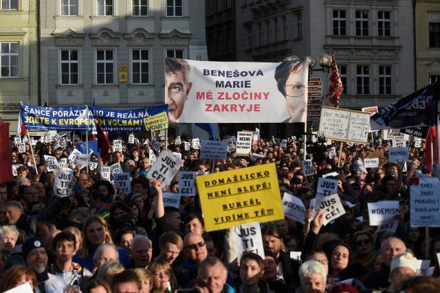Demonstrace na pražském Staroměstském náměstí proti premiérovi a nové ministryni spravedlnosti