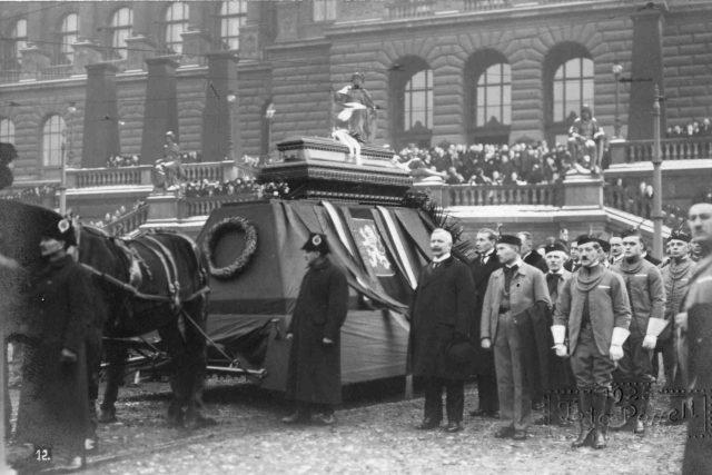 Mladou republiku zasáhl atentát. Pohřeb Aloise Rašína, 1923