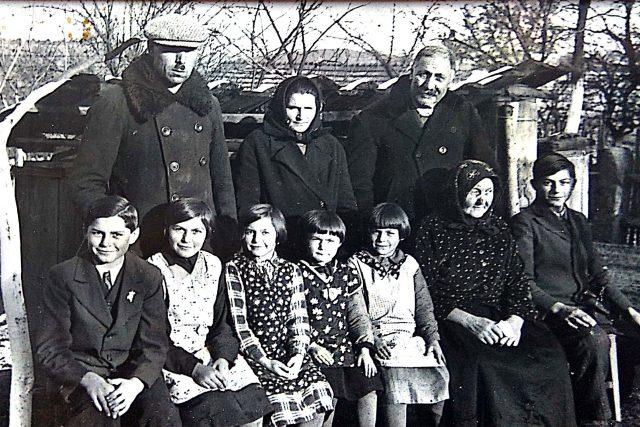 Rodina Josefa Fily v době, kdy se po návratu ze zajetí a působení v československých legiích do vlasti věnoval hospodaření