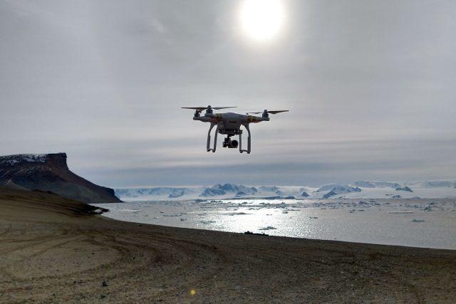 dron na Antarktidě