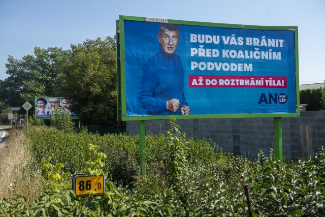 Billboard hnutí ANO v Pardubicích | foto: Josef Vostárek,  ČTK