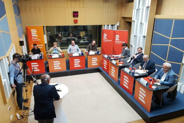 První debata Radiožurnálu a Českého rozhlasu Plus se zástupci stran kandidujícími v Eurovolbách 2019.
