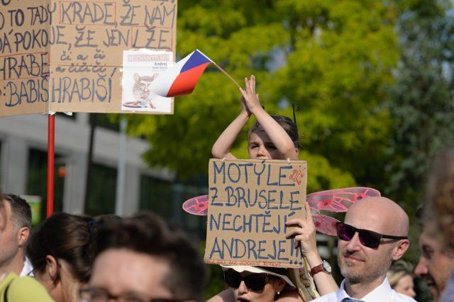 Demonstrace proti ohrožení vlády práva v ČR a českému premiéru Andreji Babišovi v Bruselu
