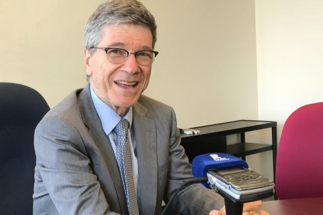 Americký ekonom a zvláštní poradce OSN Jeffrey Sachs