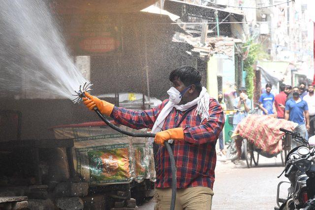 Aplikace dezinfekce proti šíření koronaviru, Nové Dillí