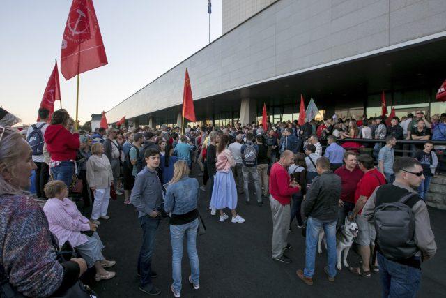 Lidé protestují proti zfalšovaným volbám gubernátora na Dálném východě v Přímořském kraji | foto:  Alexander Khitrov, ČTK/AP