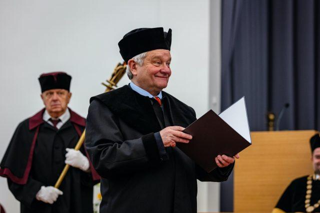 Paul Nurse převzal v lednu 2020 čestný doktorát Mendelovy univerzity v Brně