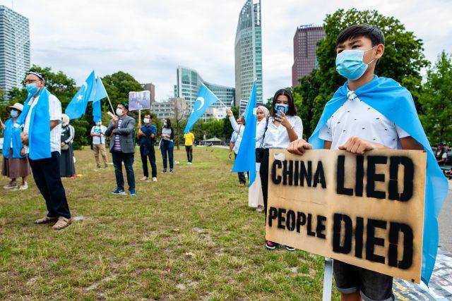 Demonstrace v Haagu proti utlačování Ujgurů