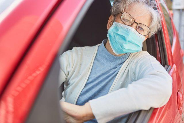 V nemocnicích ve Spojených státech tvoří až tři čtvrtiny všech pacientů s koronavirem muž  (ilustrační foto)   foto: Fotobanka Profimedia