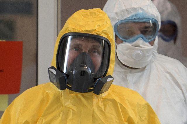 Ruský prezident Vladimir Putin navštívil v ochranném oděvu nemocnici pro pacienty s koronavirem