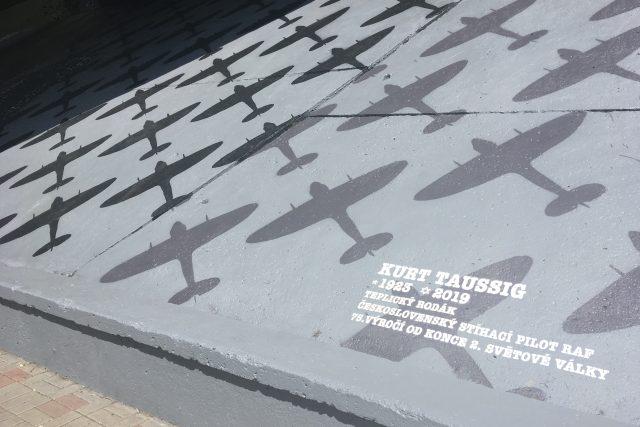 Nové obří graffiti připomíná v Teplicích tamního rodáka Kurta Taussiga,  letce RAF | foto: Gabriela Hauptvogelová,  Český rozhlas