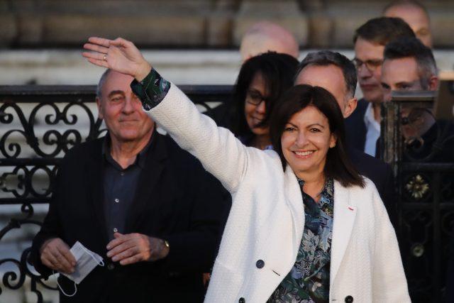 Volby v Paříži vyhrála dosavadní primátorka, socialistka Anne Hidalgová