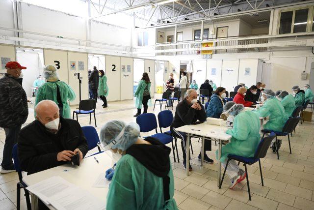 Očkovací centrum v Trenčíně | foto: Fotobanka Profimedia