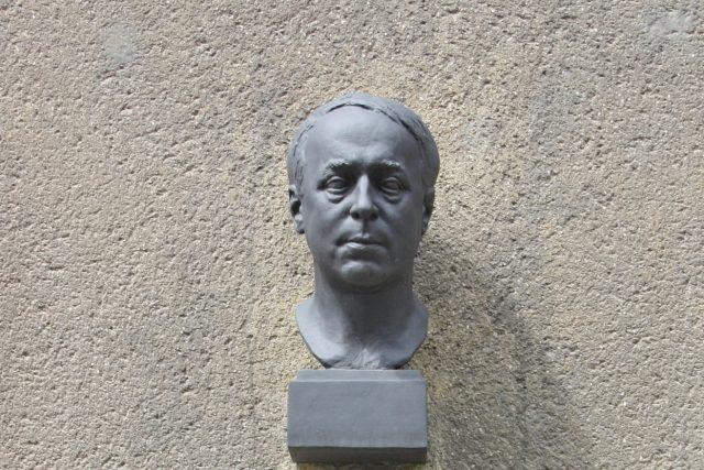 Pamětní deska básníka Konstantina Biebla na domě č.p. 401, Praha 2 - Nov Město, Na Výtoni 7