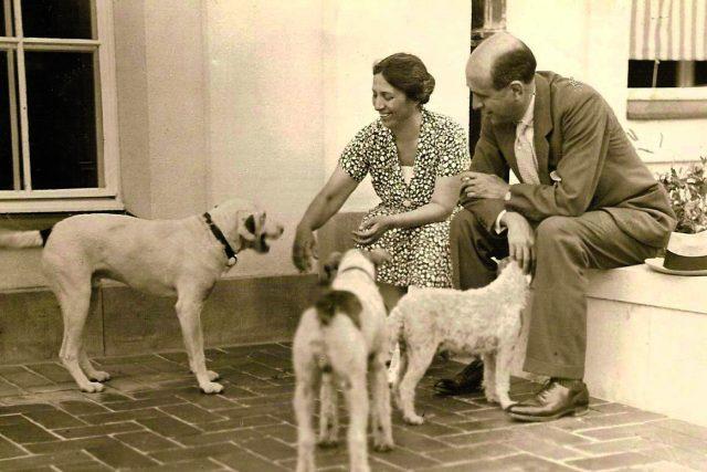 Seriál Ženy tří republik přinesl i příběh Alice Masarykové (na snímku s bratrem Janem), spoluzakladatelky Československého červeného kříže.