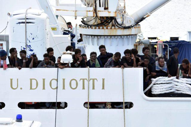 Salvini přišel s nápadem, aby lodě s běženci přijímaly střídavě Itálie, Francie, Malta, Řecko, Španělsko