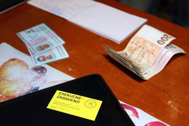 peníze, exekuce