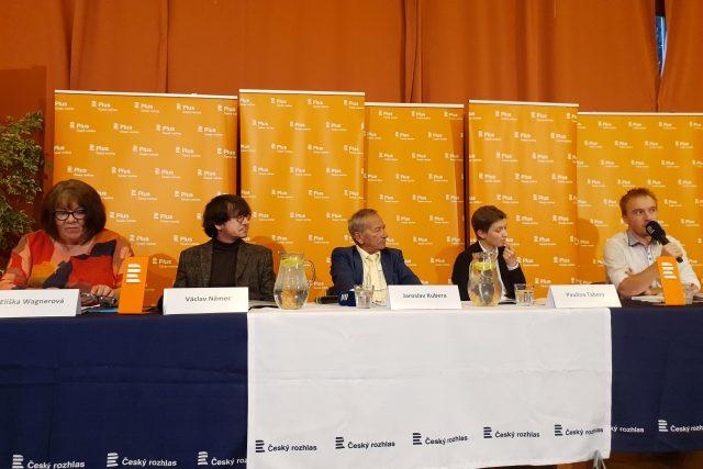 Hosté veřejné debaty Plusu v Ústí nad Labem: Eliška Wagnerová, Václav Němec, Jaroslav Kubera, Paulína Tabery a Mikuláš Minář