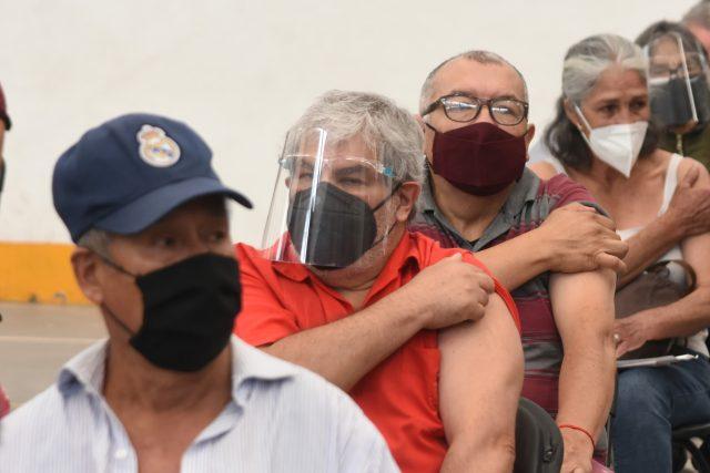 Očkování proti koronaviru vakcínou Sinovac v mexickém městě Ecatepec