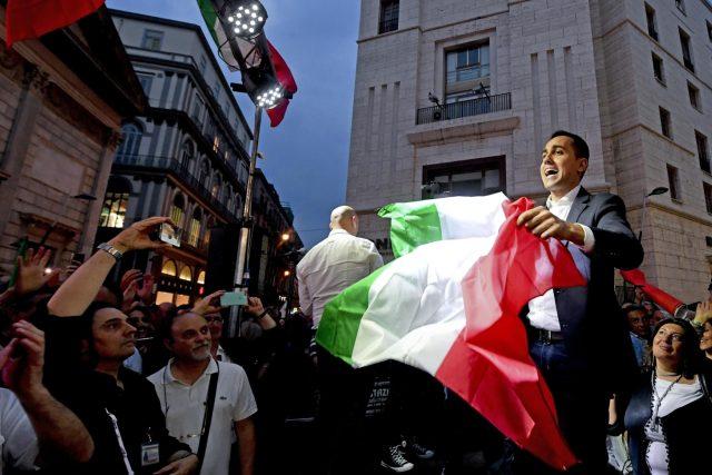 V Itálii to v těchto dnech zavání podobnou krizí,  jakou pamatujeme z před tří let z Řecka | foto:  Ciro Fusco, ČTK/AP