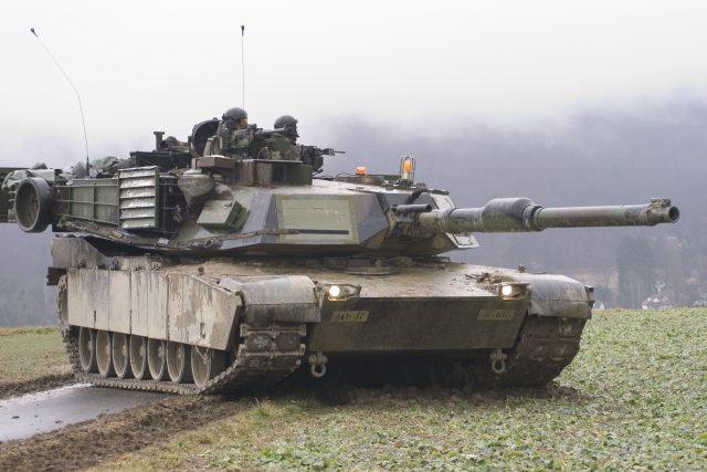 Americký tank M1A1 Abrams během cvičení v Německu
