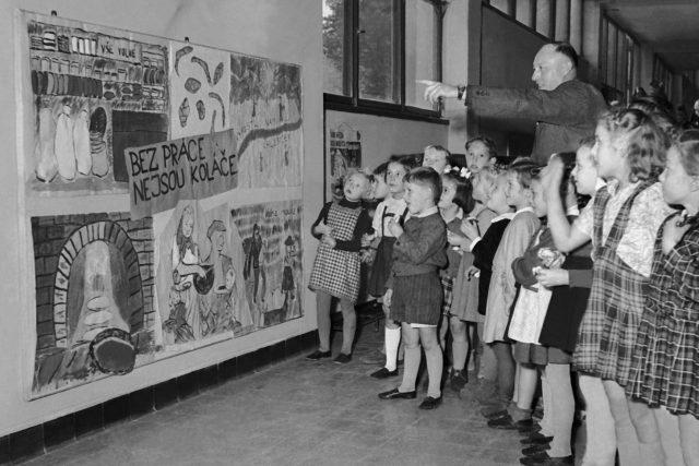 Propaganda v poválečném Československu, říjen 1949