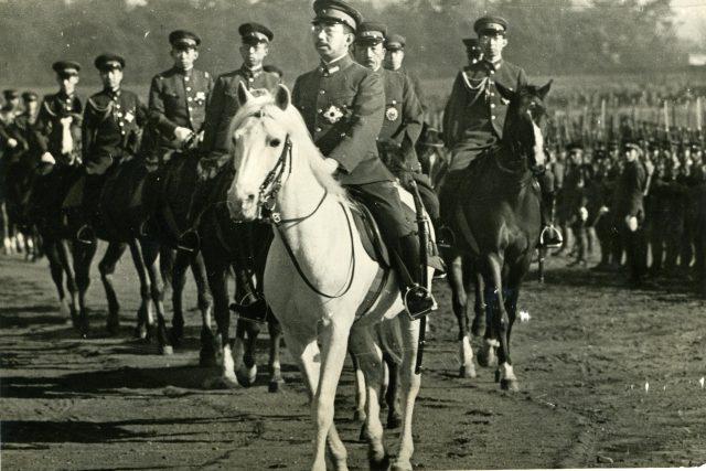 Japonský císař Hirohito během vojenské přehlídky, 31. 12. 1939