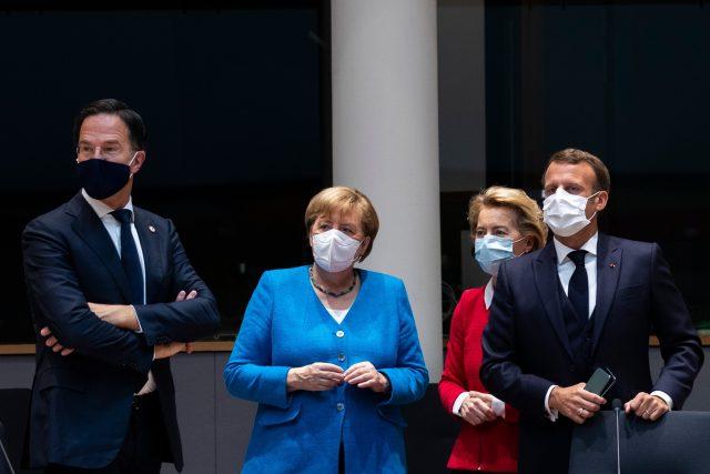Summit v Bruselu: zleva Mark Rutte,  Angela Merkelová,  Ursula von der Leyenová a Emmanuel Macron   foto: Fotobanka Profimedia