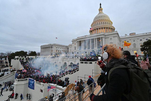Dav protestujících vtrhl do amerického Kapitolu  (Trump Supporters Storm US Capitol) | foto: Fotobanka Profimedia
