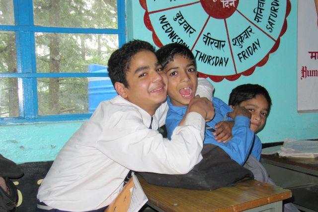 I indické děti si užívají přestávky