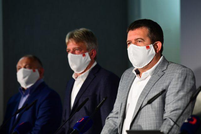 Zprava předseda ČSSD Jan Hamáček, místopředseda Roman Onderka a volební manažer Michal Hašek