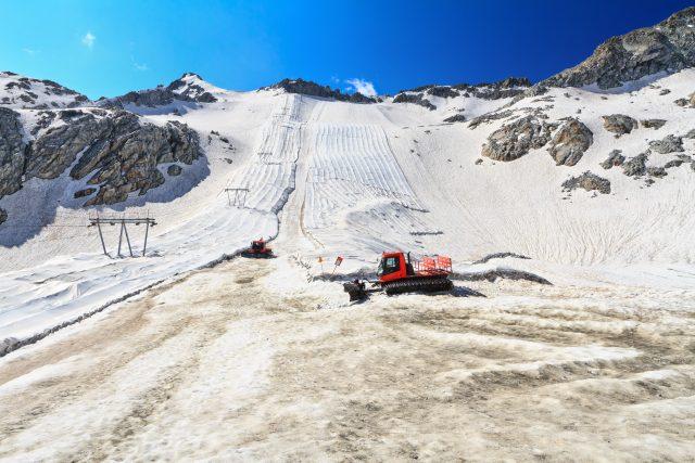 Zakrývání ledovce Presena   foto: Profimedia