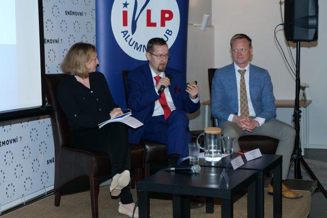 Lenka Kabrhelová mluví s Mantasem Martišiusem, předsedou litevské Rady pro rozhlasové a televizní vysílání