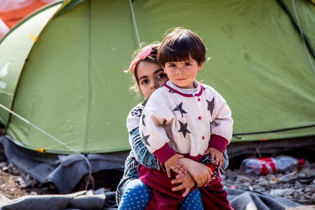 Děti v uprchlickém táboře Idomeni (Řecko)
