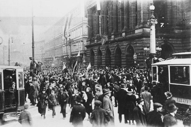 Vyhlášení Československé republiky v Praze 28. října 1918 | foto: Fotobanka Profimedia