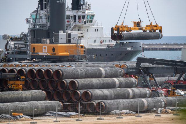 Potrubí pro plynovod Nord Stream 2 v německém přístavu Mukran | foto: Fotobanka Profimedia