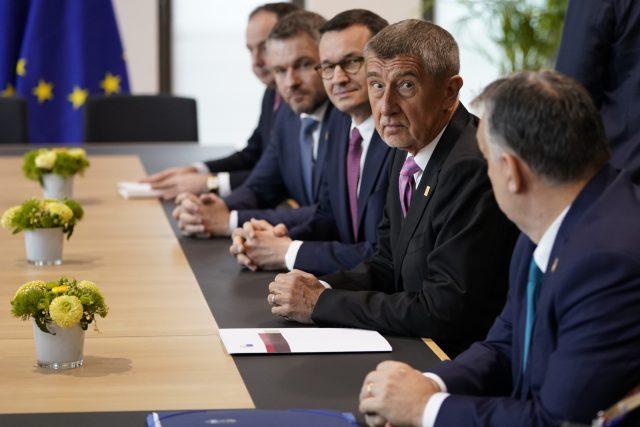 Zleva Peter Pellegrini, Mateusz Morawiecki, Andrej Babiš a Viktor Orbán před jednáním o rozpočtu EU