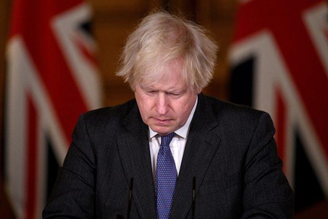 Boris Johnson na tiskové konferenci ke koronaviru