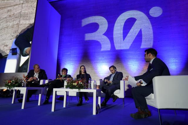 Účastníci diskuse Tomáš Sedláček, Alina Mungiu-Pippidi, Julia Ioffe a Yascha Mounk