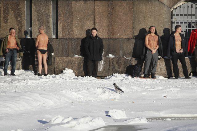 Ruští občané by měli brát sebou k ledové vodě známé či příbuzné, doporučuje šéf ministerstva pro mimořádné situace v Kurganské oblasti