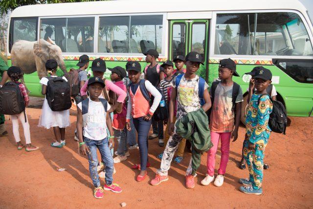 Účastníci oficiálně první jízdy nového Toulavého autobusu | foto: Khalil Baalbaki,  Zoo Praha