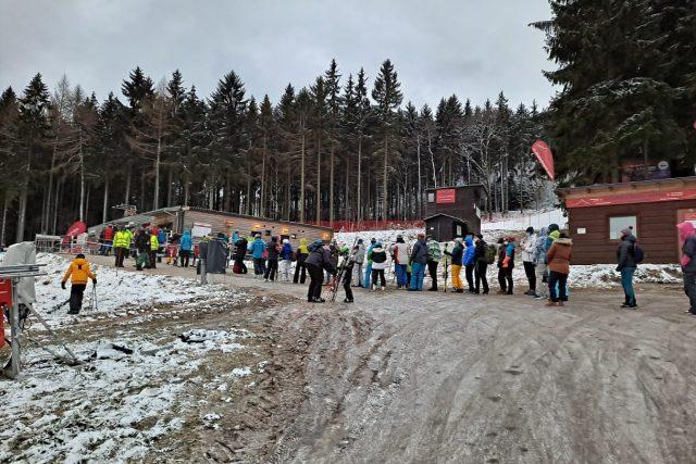 Uzavřená lyžařská střediska zájem veřejnosti o návštěvu hor neodradila | foto: Eva Malá,  Český rozhlas,  Český rozhlas
