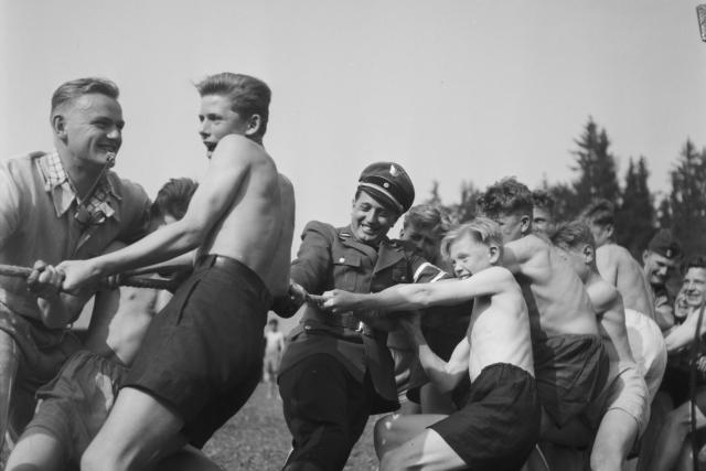Zotavovací tábor Kuratoria v Eši u Pacova,  květen 1944 | foto: ČTK