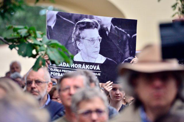 Vzpomínkové shromáždění, Milada Horáková, oběti komunismu (ilustr. foto)