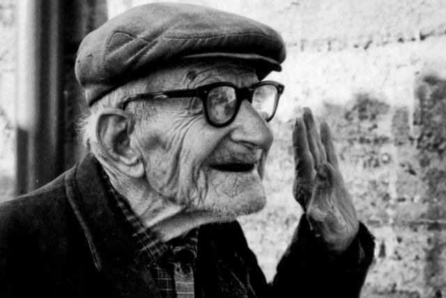 starý člověk - stařec - dědeček   foto: Sergio Pani,  Flickr,  CC BY-NC-ND 2.0