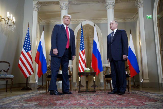 Donald Trump a Vladimir Putin během setkání v Helsinkách