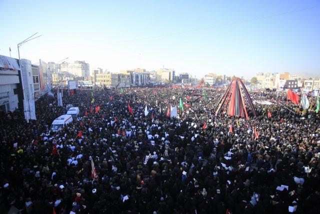 Pohřeb íránského generála Solejmáního v jeho rodném městě Kerman